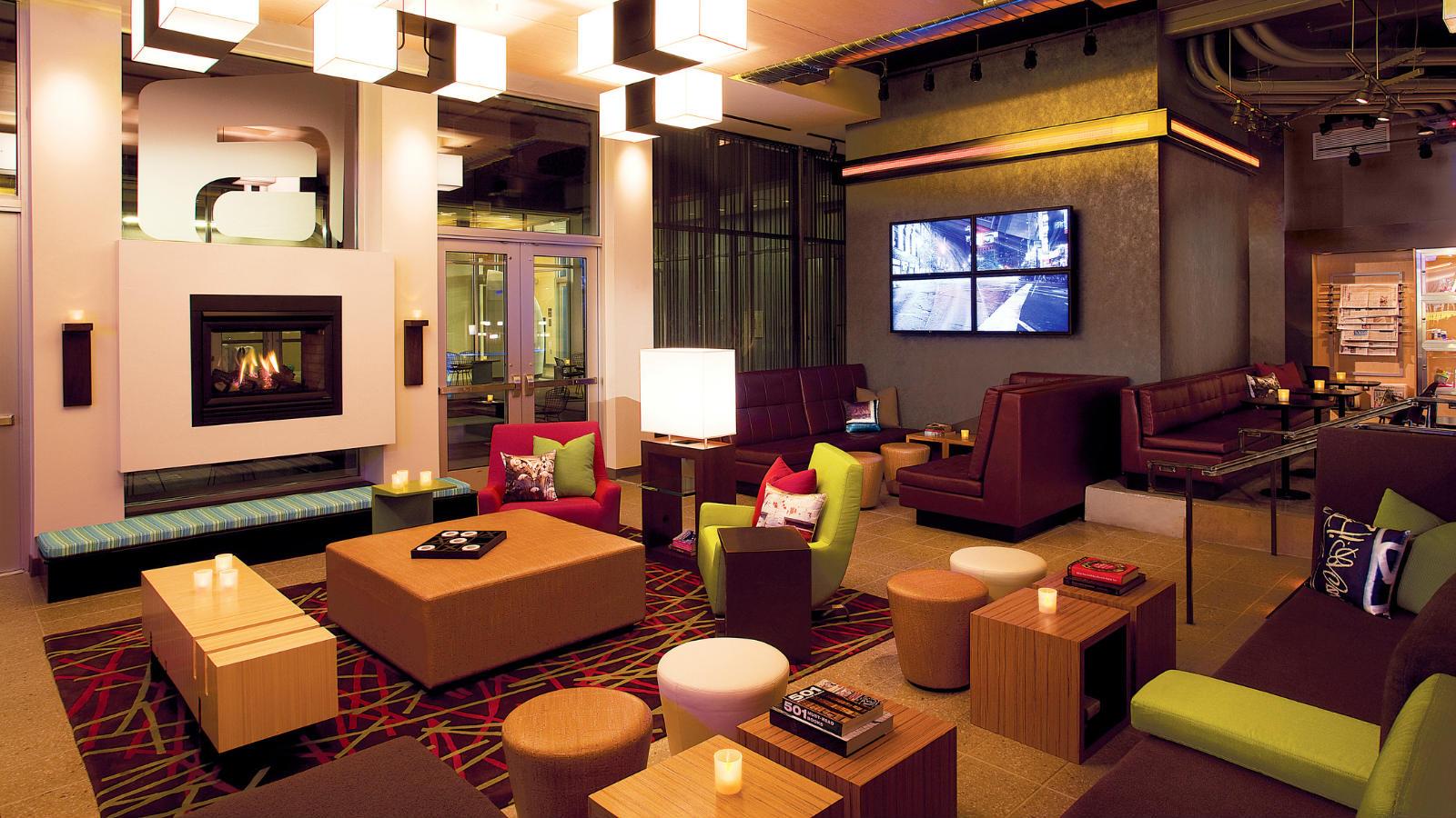 Aloft Sarasota re:mix Lounge