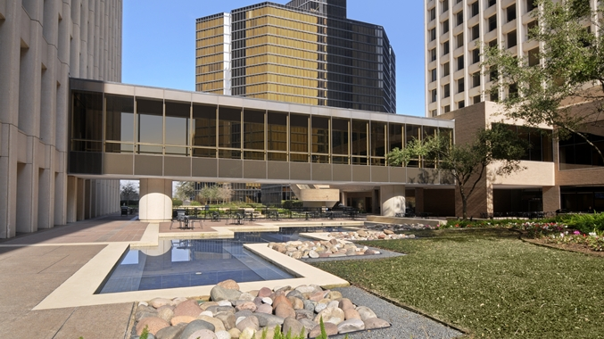 Courtyard at Double Tree by Hilton Hotel Houston Downtown