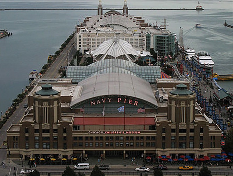 Navy Pier, Chicago (photo by Wikipedia User Banpel)