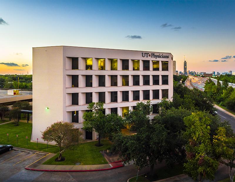 Pin Oak Park at 6700 West Loop South, Houston