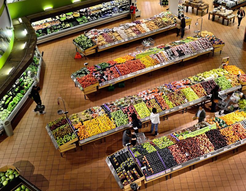 Grocery store interior. Image via Pixabay