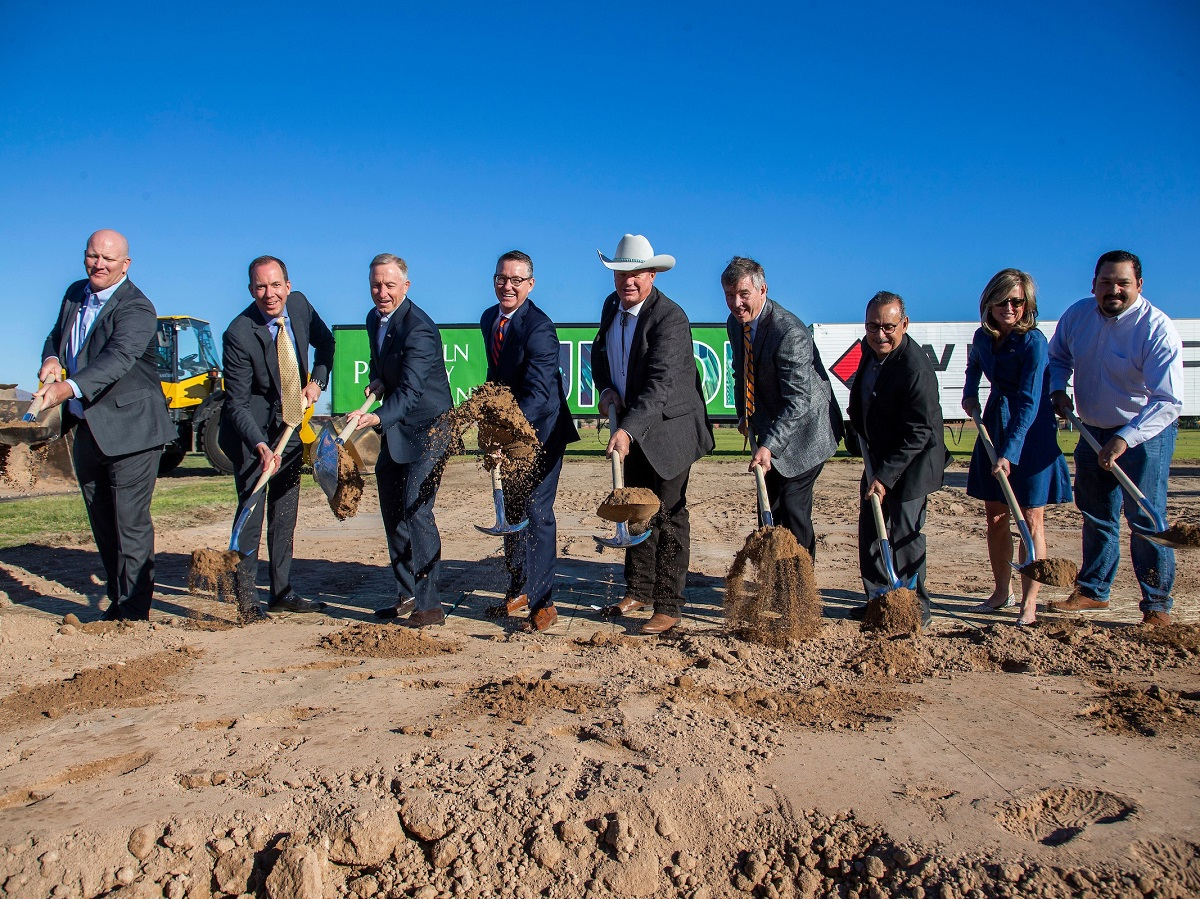 Groundbreaking of Union. Image courtesy of Lincoln Property Co.