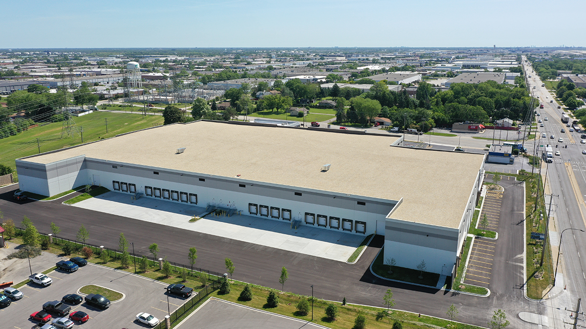 500 E Devon is situated on 8.3 acres of land in Elk Grove Village, IL. Developed by CA Industrial, this highly visible industrial site is minutes from I-90, I-294, I-390, Route 53 and O'Hare International Airport. Image courtesy of CA Industrial